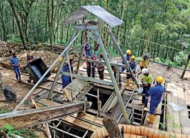 After World War II Sri Lanka's 3rd largest mine begins at Karasnagala